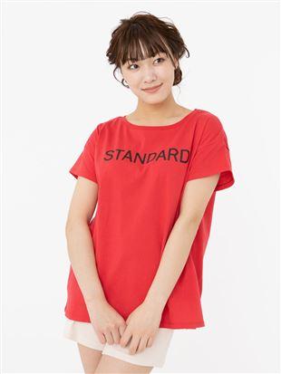 STANDARDロゴ綿天竺ドロップショルダーTシャツ|トップス
