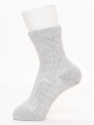 履き口ゆったり綿混パイル土踏まずサポート無地ソックス15cm丈|クルーソックス